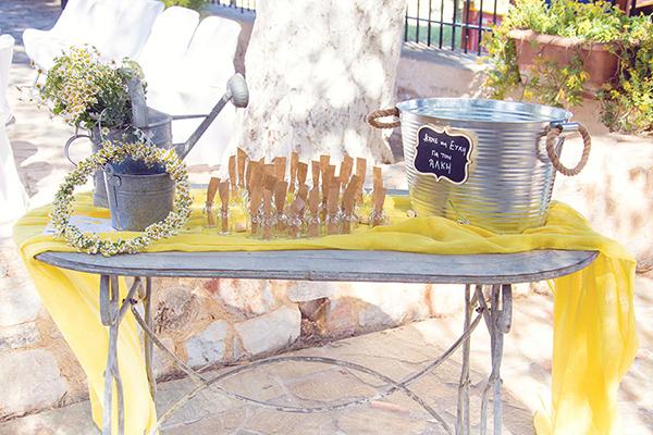 βαπτιση-με-κιτρινο-χρωμα (2)