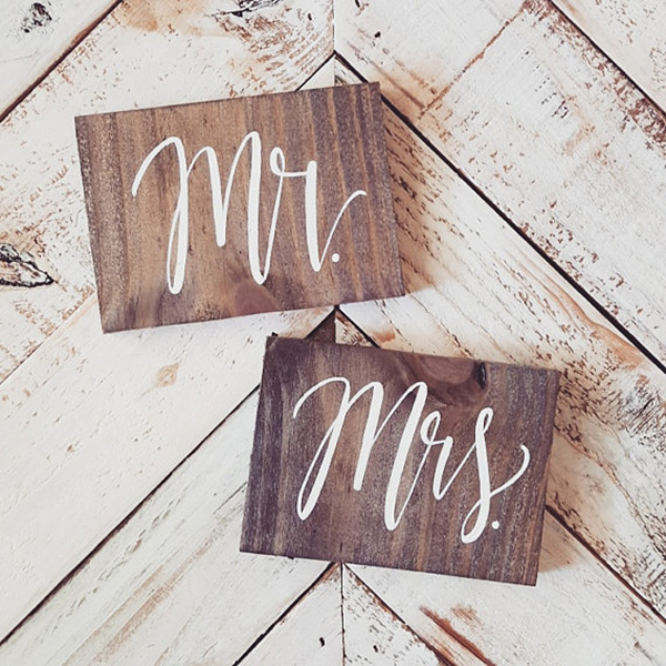 wooden-mr-mrs-signs