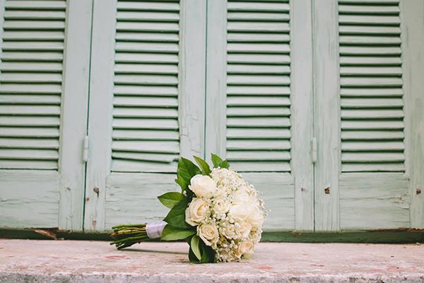 νυφικη-ανθοδέσμη-με-τριανταφυλλα