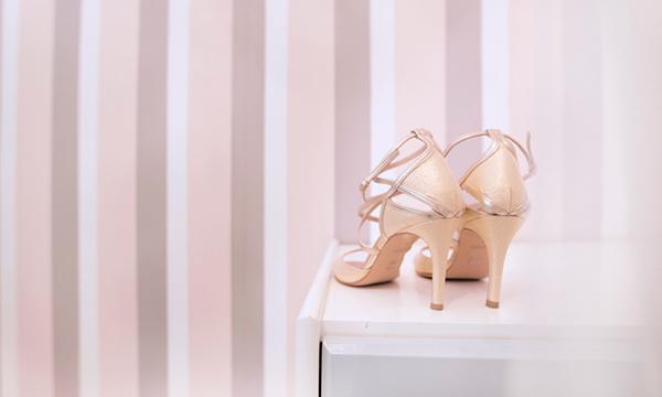 χρυσα-νυφικα-παπουτσια