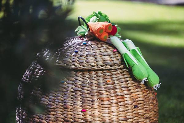 πρωτοτυπη-βαπτιση-στολισμος-με-λαχανικα (1)