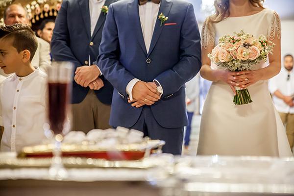 νυφικη-ανθοδεσμη-ανοιξιατικος-γαμος