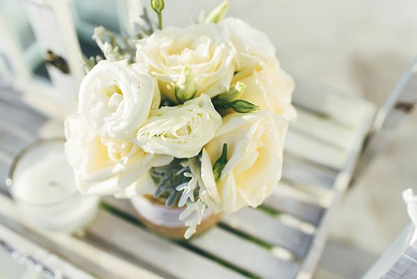 νυφικη-ανθοδεσμη-λευκα-τριανταφυλλα-2