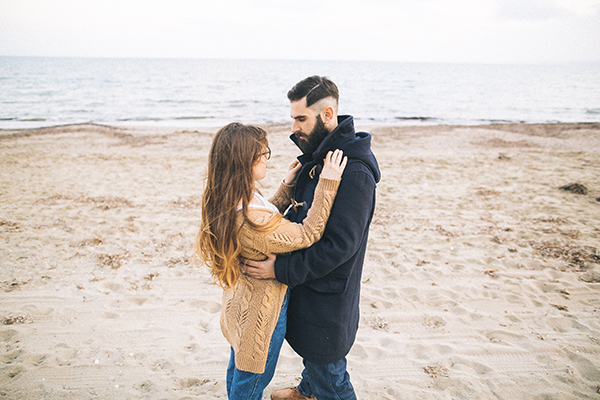 winter-engagement-photoshoot-at-the-beach (1)