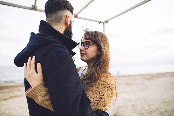 winter-engagement-photoshoot-at-the-beach (10)