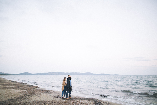 winter-engagement-photoshoot-at-the-beach (11)