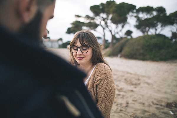 winter-engagement-photoshoot-at-the-beach (12)