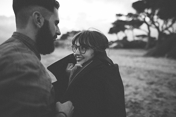 winter-engagement-photoshoot-at-the-beach (14)