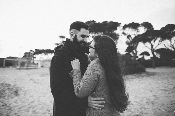 winter-engagement-photoshoot-at-the-beach (3)