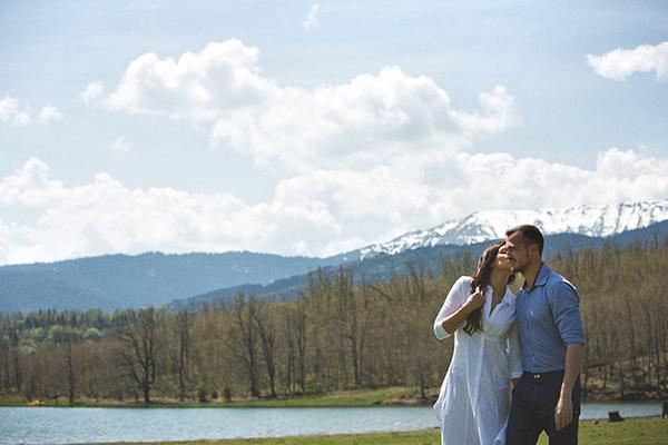 619364ac2558 Prewedding φωτογραφιση στη λιμνη Πλαστηρα