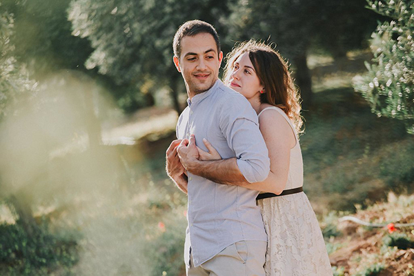beautiful-engagement-session-lagonissi-11
