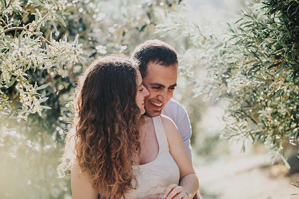 beautiful-engagement-session-lagonissi-6