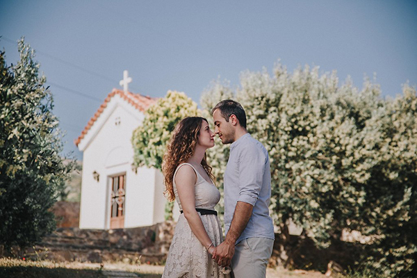 beautiful-engagement-session-lagonissi-9