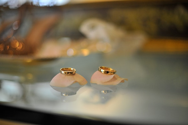 vintage-white-pink-peach-hues-wedding_02
