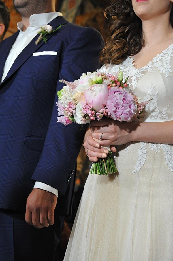vintage-white-pink-peach-hues-wedding_16