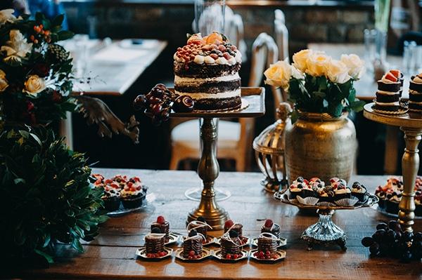 fairytale-winter-wedding-burgundy-colour_16