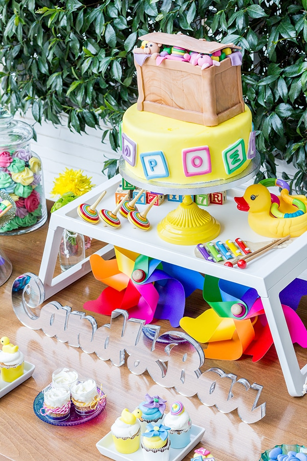colorful-toys-themed-baptism-decoration_03