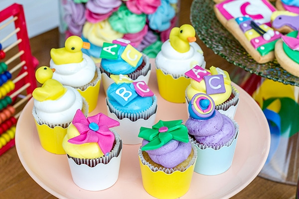 colorful-toys-themed-baptism-decoration_04
