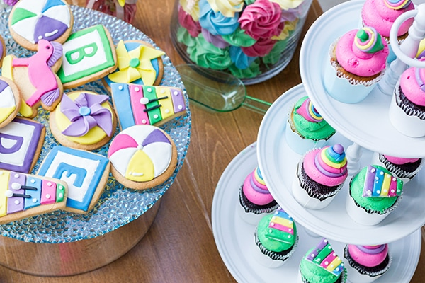 colorful-toys-themed-baptism-decoration_05