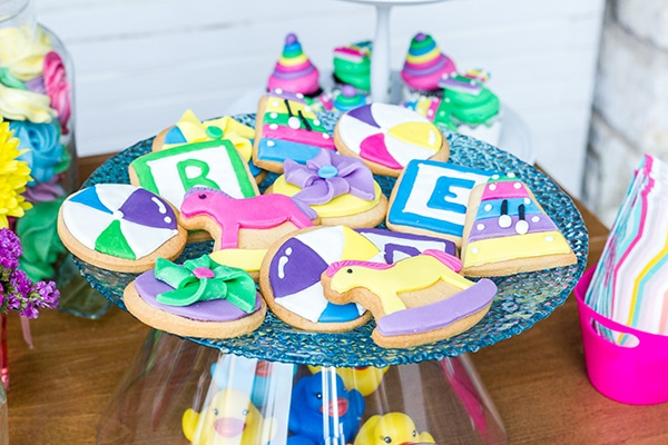 colorful-toys-themed-baptism-decoration_06