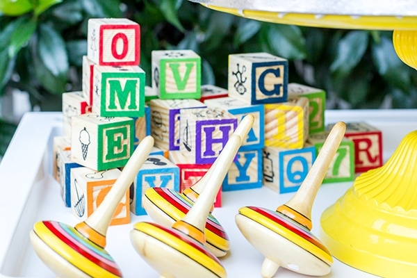 colorful-toys-themed-baptism-decoration_07