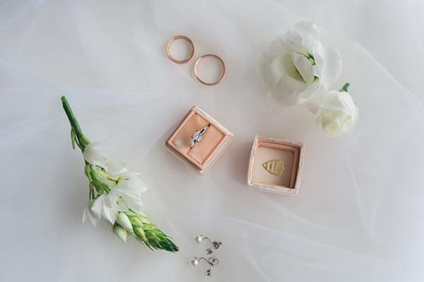 gorgeous-wedding-syvota-minimal-tones_06