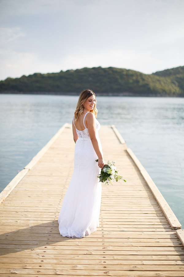 gorgeous-wedding-syvota-minimal-tones_43x