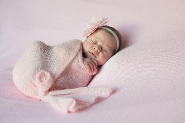 sweet-newborn-session-pink-hues_01