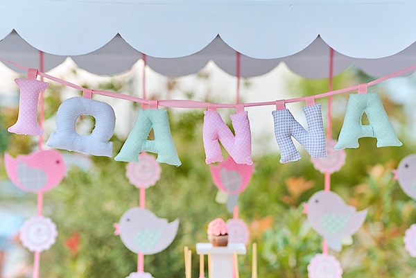 beautiful-ideas-girl-baptism-little-bird-theme_17