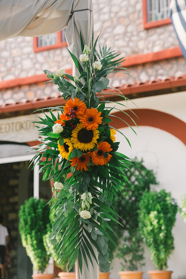 beautiful-summer-wedding-vivid-colours-rustic-details_16