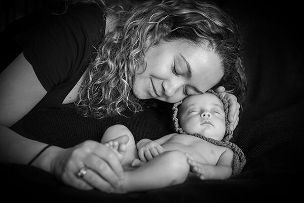 adorable-photoshoot-newborn-twins_06x