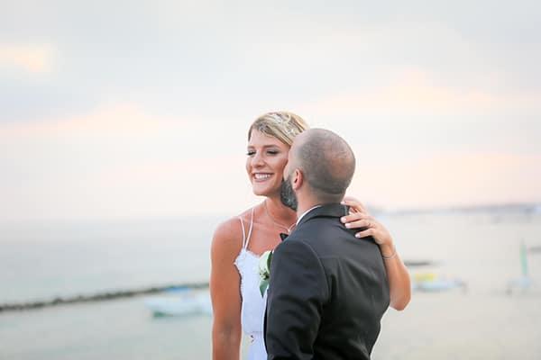 Καλοκαιρινός γάμος με γυψοφίλη και θέα τη θάλασσα στην Πάφο