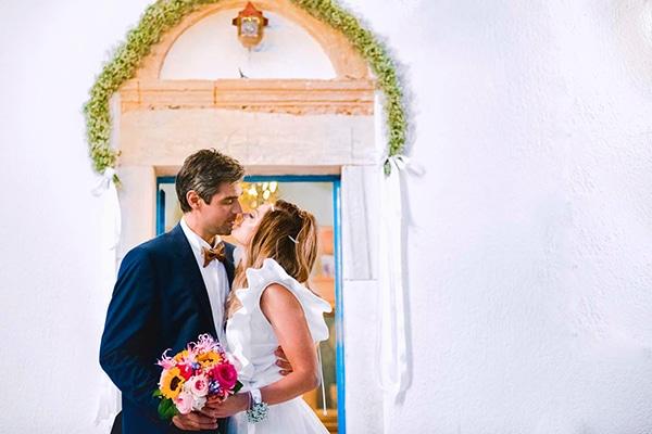Καλοκαιρινός νησιώτικος γάμος στην Κρήτη με ρομαντικές λεπτομέρειες | Λόλα & Παντελής