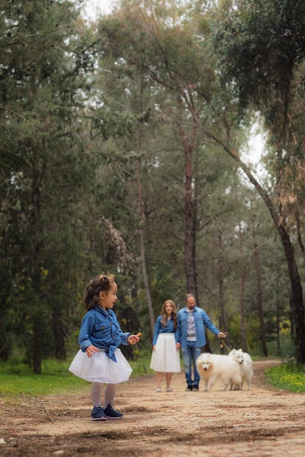 cute-family-shoot-green-park-athalassas-nicosia_04