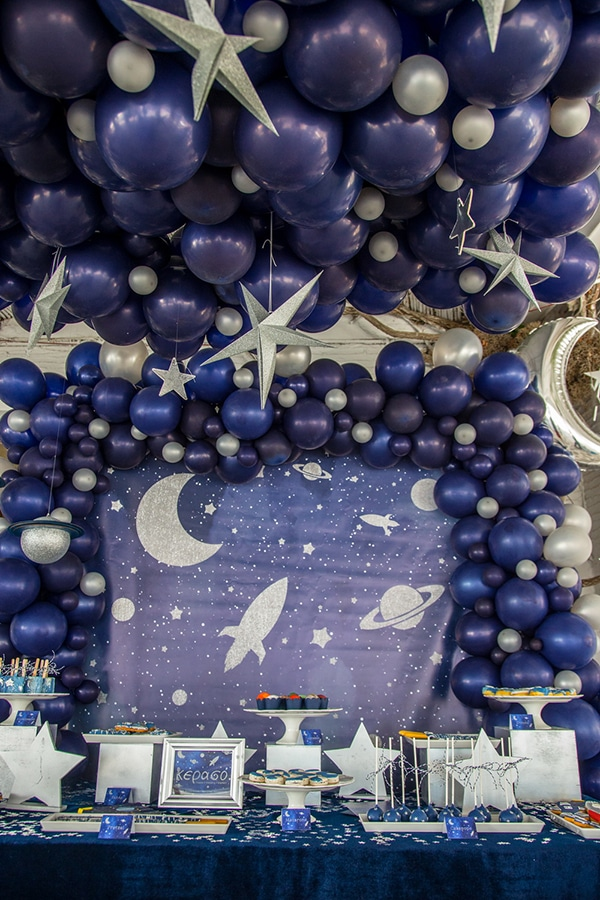 decoration-ideas-boy-baptism-out-of-space-blue-silver-hues_01
