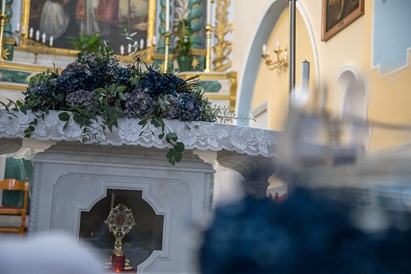 decoration-ideas-boy-baptism-out-of-space-blue-silver-hues_02