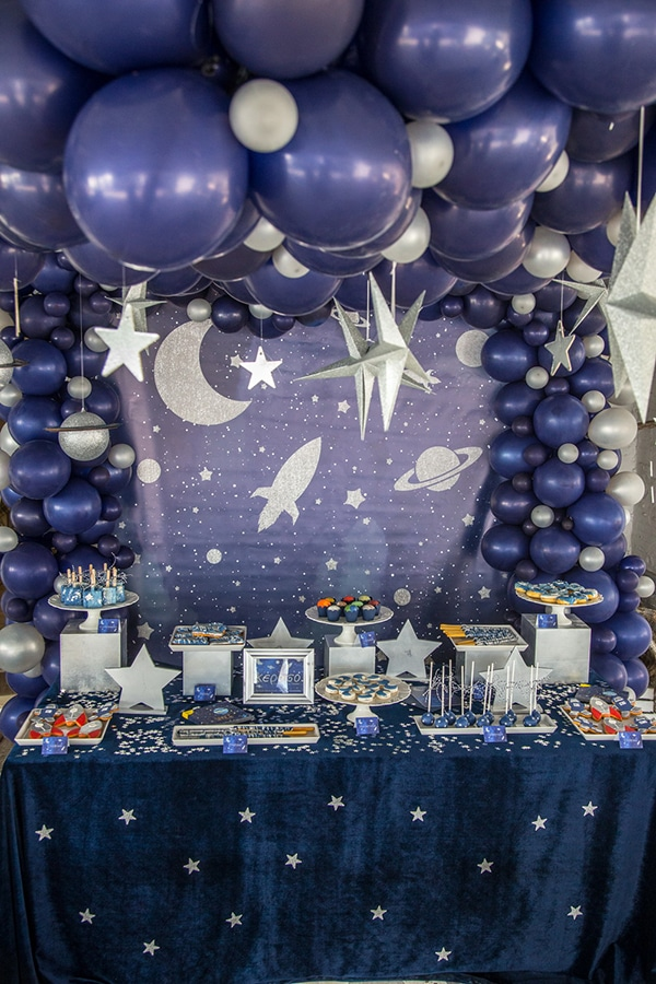 decoration-ideas-boy-baptism-out-of-space-blue-silver-hues_06