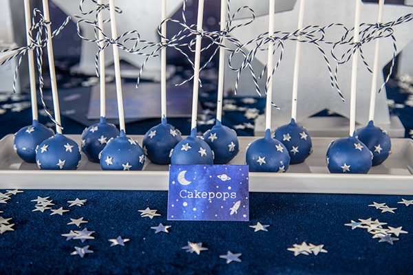 decoration-ideas-boy-baptism-out-of-space-blue-silver-hues_08
