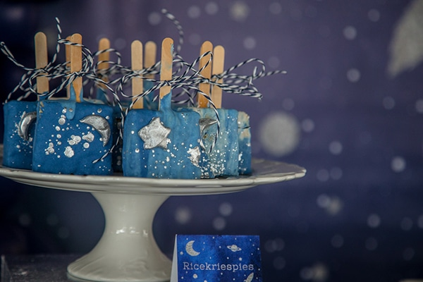 decoration-ideas-boy-baptism-out-of-space-blue-silver-hues_12