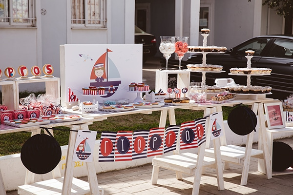 decoration-ideas-navy-theme-blue-red-color-hues_01