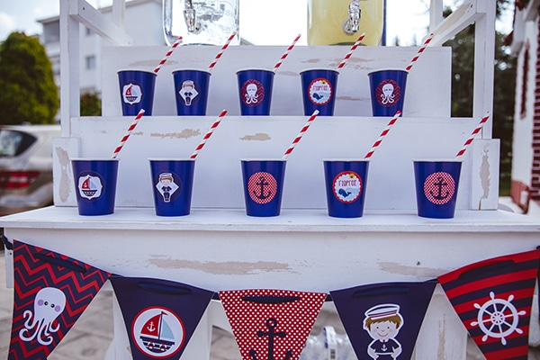 decoration-ideas-navy-theme-blue-red-color-hues_13