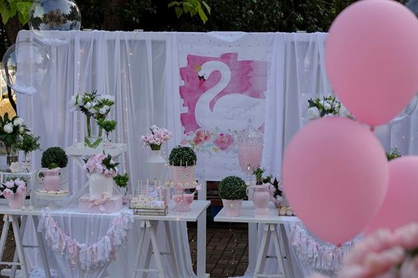 fairytale-girly-baptism-decoration-swan_01
