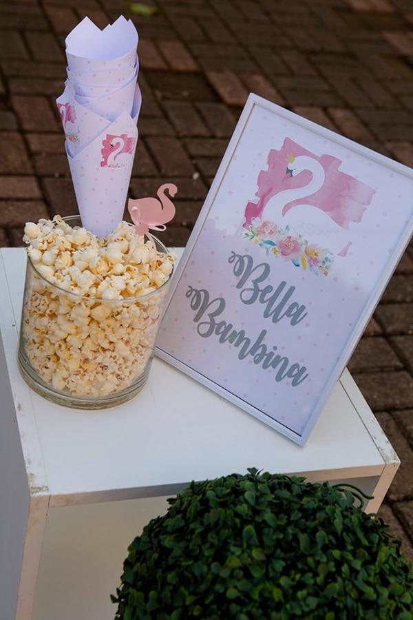 fairytale-girly-baptism-decoration-swan_05