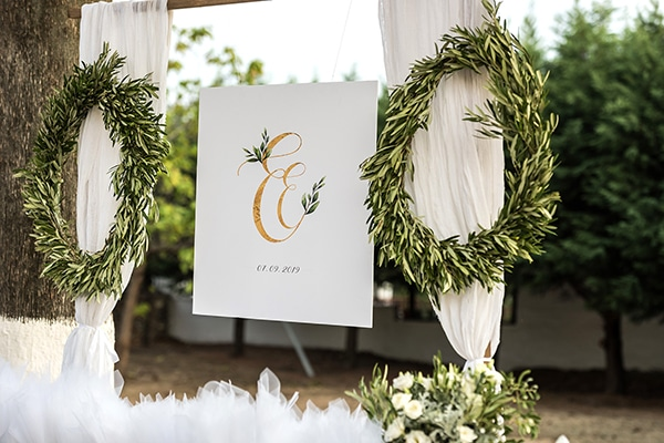 romantic-fall-wedding-serres-white-flowers-olive-branches_16