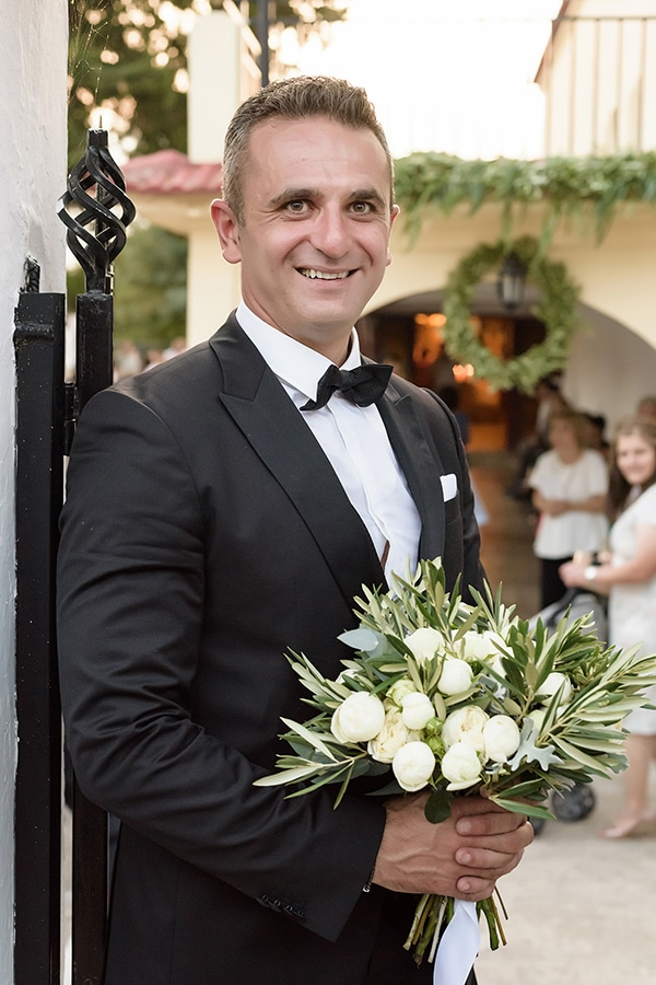 romantic-fall-wedding-serres-white-flowers-olive-branches_20