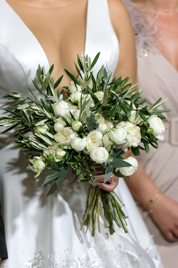 romantic-fall-wedding-serres-white-flowers-olive-branches_24