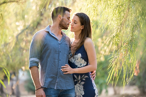 romantic-prewedding-photoshoot-forest_02x