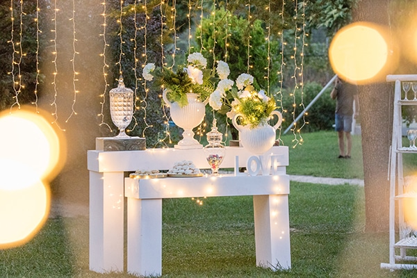 dreamy-outdoor-decoration-white-flowers-string-lights_01