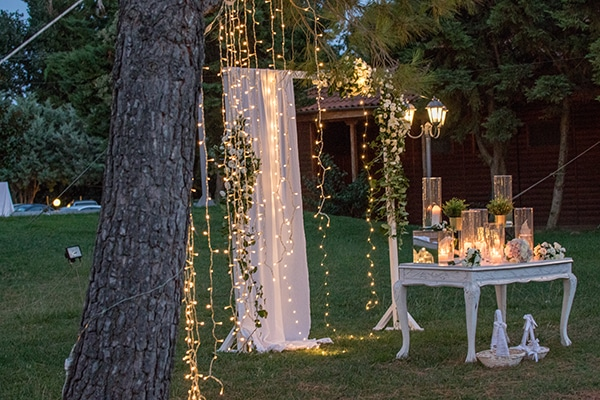 dreamy-outdoor-decoration-white-flowers-string-lights_03