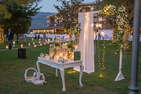 dreamy-outdoor-decoration-white-flowers-string-lights_06